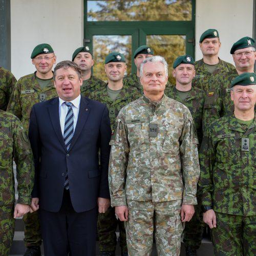 Prezidentas lanko Rukloje dislokuotus karius