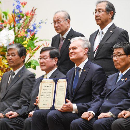 G. Nausėdai – Japonijos universiteto garbės daktaro laipsnis  © R. Dačkaus / Prezidentūros nuotr.