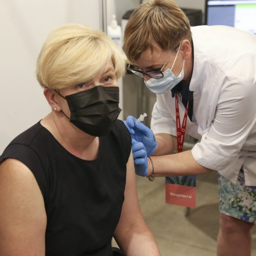 """Premjerė pasiskiepijo antra """"AstraZeneca"""" vakcinos doze  © M. Morkevičiaus / ELTOS nuotr."""