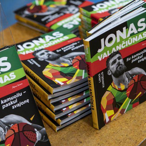 """Knygos """"Jonas Valančiūnas. Su kamuoliu paskui svajonę"""" pristatymas  © P. Peleckio / Fotobanko nuotr."""