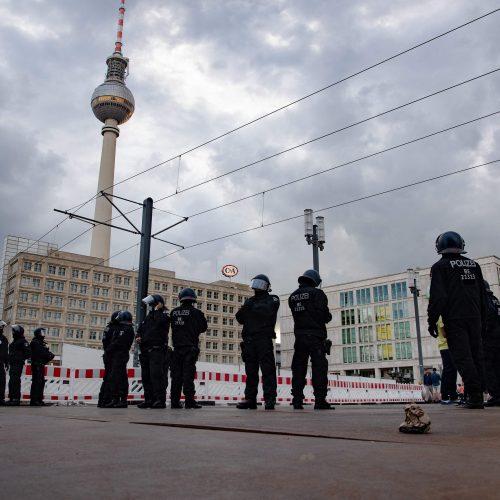 Į Vokietijos sostinės gatves išėjo tūkstančiai žmonių  © Scanpix nuotr.