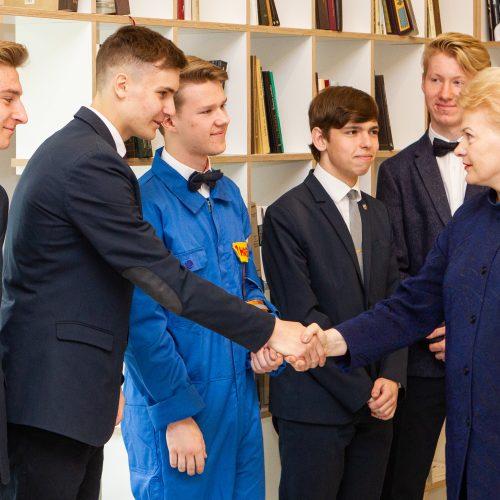 Prezidentė susitiko su jaunaisiais išradėjais