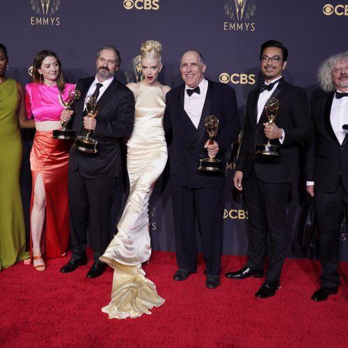 """Emmy"" ceremonijoje – ""Netflix"" ""Karūnos"" ir ""Karalienės gambito"" triumfas  © Scanpix nuotr."
