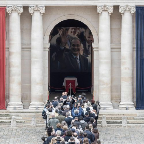 Prancūzai atsisveikina su J. Chiracu