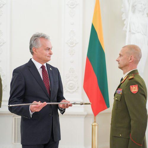 R. Baltrėnui ir M. Steponavičiui užsegti generolų antpečiai