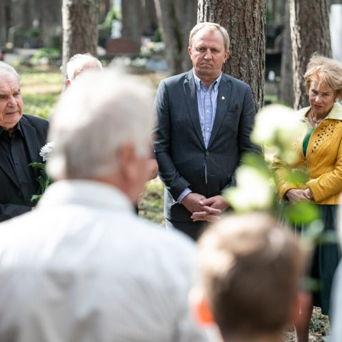 Atsisveikinimas su rašytoju R. Marčėnu  © Aliaus Koroliovo ir P. Peleckio / Fotobanko nuotr.