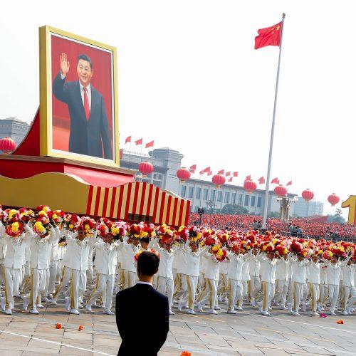 Kinija mini 70-ąsias savo įkūrimo metines