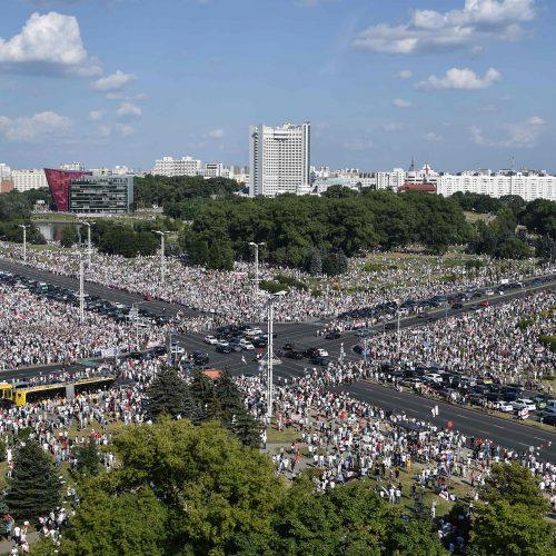 Protesto mitingas Minske pritraukė šimtus tūkstančių žmonių
