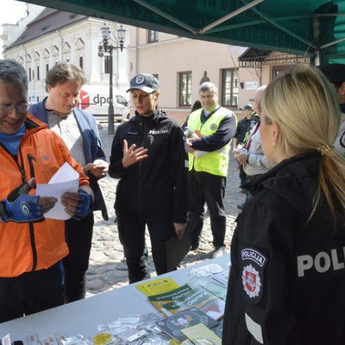 Neeilinis policijos reidas Rotušės aikštėje  © L. Chardino/Kauno policijos nuotr.