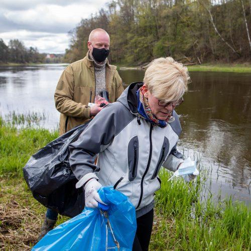 """Premjerė dalyvavo aplinkos tvarkymo akcijoje """"Darom 2021"""""""