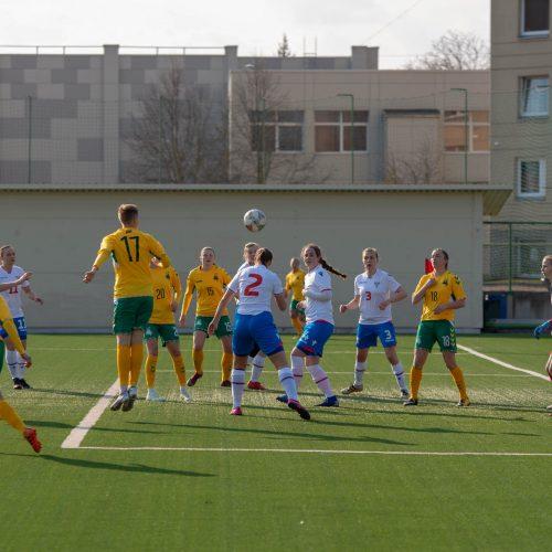 Lietuvos moterų futbolo rinktinės rungtynės su Farerų salų rinktine  © Manto Kutkaičio nuotr.