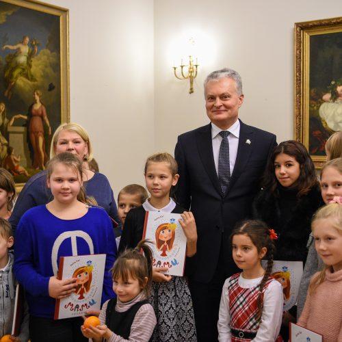 G. Nausėda ir pirmoji ponia Prezidentūroje įžiebė Kalėdų eglę  © LR Prezidentūros/R. Dačkaus, M.Morkevičiaus/ELTOS nuotr.