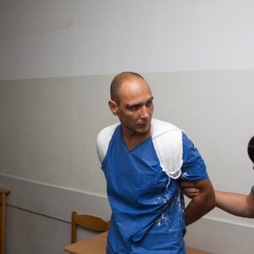 Įtariamasis nužudymu Romainiuose atvestas į teismą  © Laimio Steponavičiaus nuotr.
