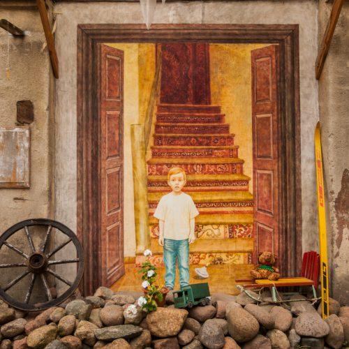 """Piešiniai """"Kiemo galerijoje""""  © Laimio Steponavičiaus nuotr."""