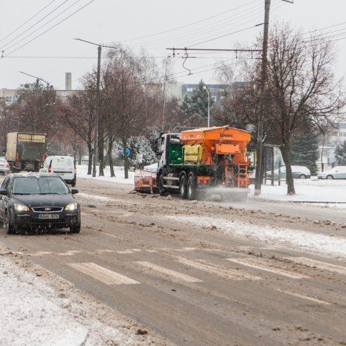 Sudėtingos eismo sąlygos Kaune  © Laimio Steponavičiaus nuotr.
