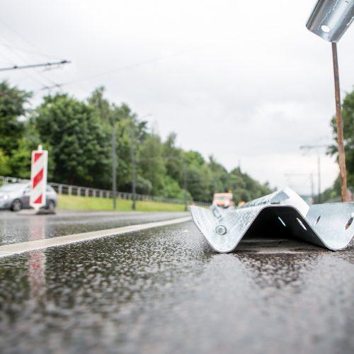 Nuokalnės gatvėje įrengiami atitvarai  © Vilmanto Raupelio nuotr.