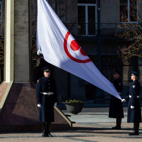 Nepriklausomybės aikštėje iškelta Taikos vėliava  © P. Peleckio / Fotobanko nuotr.