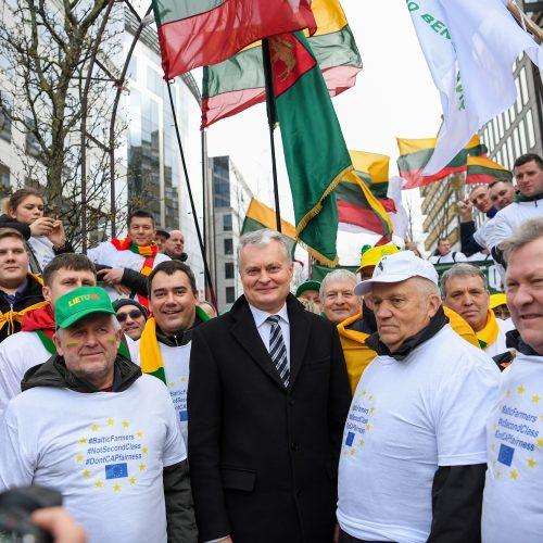 Prezidentas susitiko su Briuselyje protestuojančiais ūkininkais