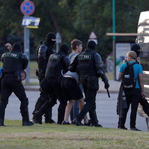 Baltarusijoje pareigūnai suiminėja protestuotojus  © Scanpix, ITAR-TASS nuotr.