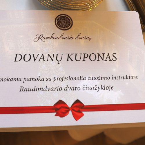 Apdovanoti Raudondvario kalėdinių puošmenų kūrėjai  © Kauno rajono savivaldybės nuotr.