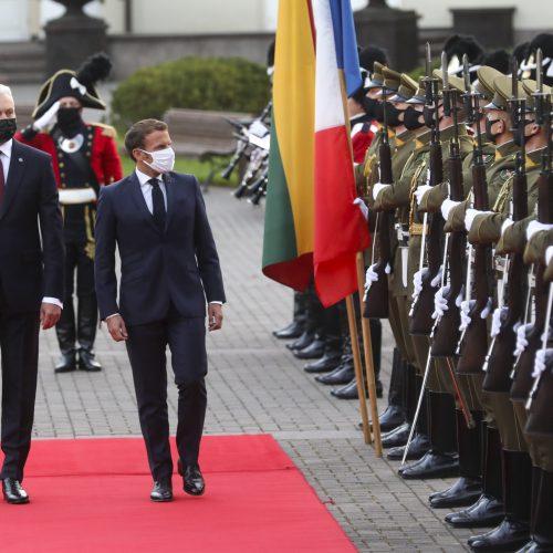 Į Lietuvą atvyko Prancūzijos prezidentas E. Macronas  © URM, M.Morkevičiaus/ELTOS, I.Gelūno/Fotobanko, R.Dačkaus/Prezidentūros nuotr.
