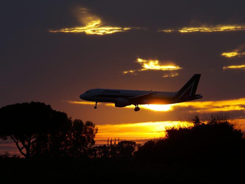 Londono Hitrou oro uoste lėktuvai vėl kyla ir tupia, pašalinus gedimą dispečerinėje