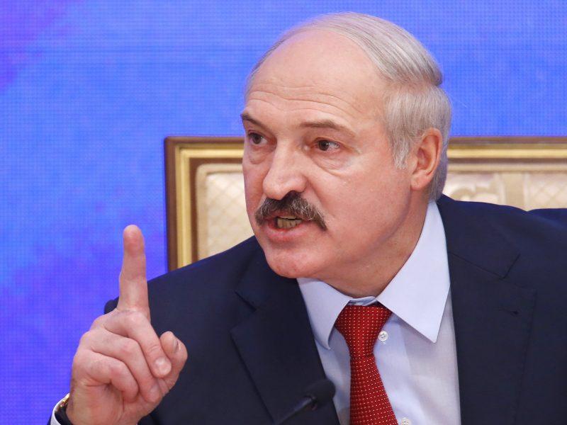 A. Lukašenkos įsakymu per 80 protestams padėjusių karių ir teisėsaugininkų neteko laipsnių