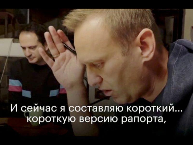 """Rusijos kalėjimų tarnyba sako """"privalanti"""" sulaikyti A. Navalną"""