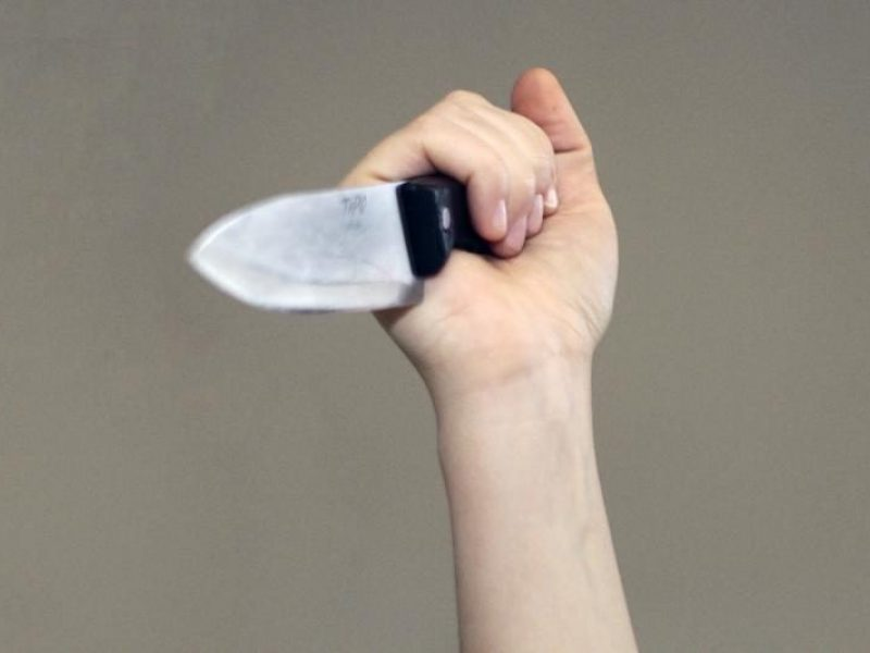 Klaipėdos rajone peiliu sužalotas vyras, policija sulaikė neblaivų įtariamąjį
