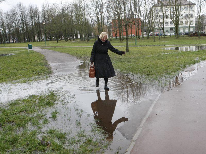 Po vandeniu atsidūrę takai klaipėdiečius veda iš kantrybės