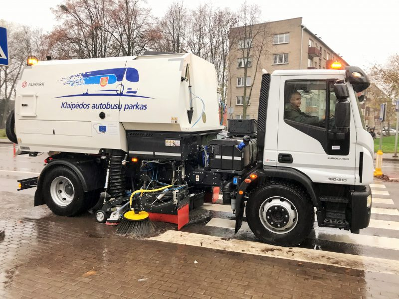 Klaipėdos gatvėse švariau: nušluota apie 3000 kilometrų
