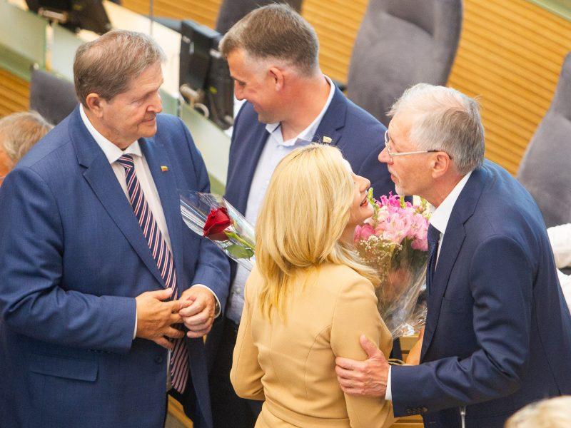 Prisiekė trys nauji ministrai