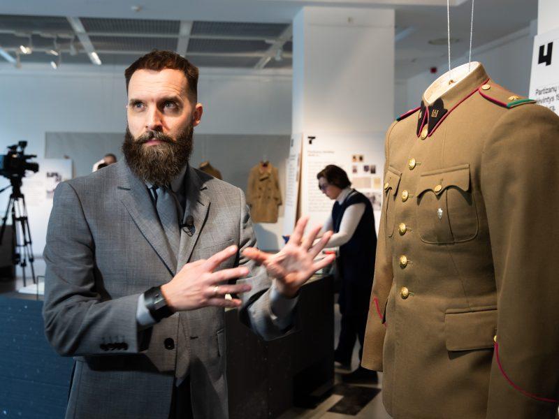 Pristatyta atkurta partizanų uniforma