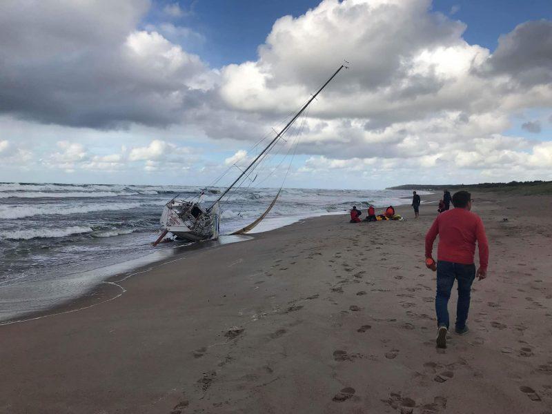 Nutraukta Baltijos jūroje dingusių vyrų paieška, išgelbėta mergina mirė