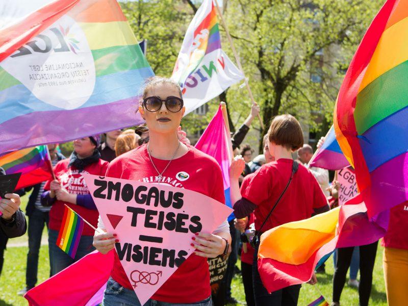 Beveik du trečdaliai lietuvių mano, kad žmogaus teisės Lietuvoje nėra gerbiamos