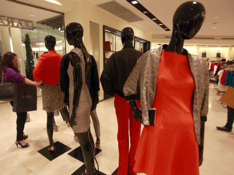Palygino kainas: identiški drabužiai Lietuvoje 15 proc. brangesni nei Ispanijoje