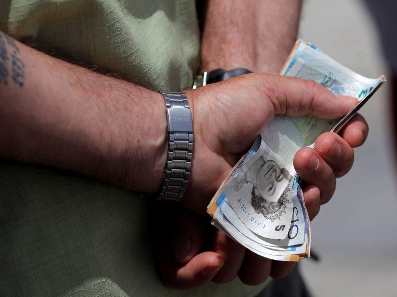Iš bendrovės buhalterės sukčiai bandė išvilioti 97 tūkst. eurų