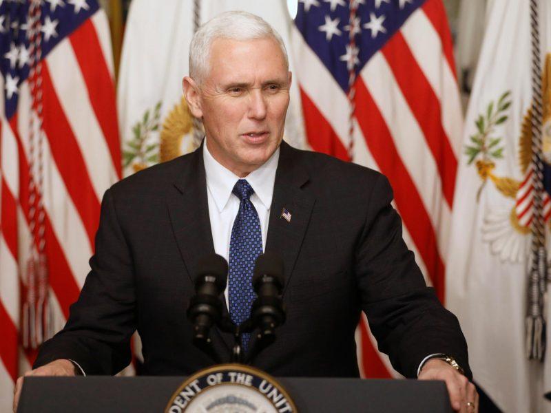 M. Pence'as: JAV nori per penkerius metus į Mėnulį nusiųsti savo astronautų
