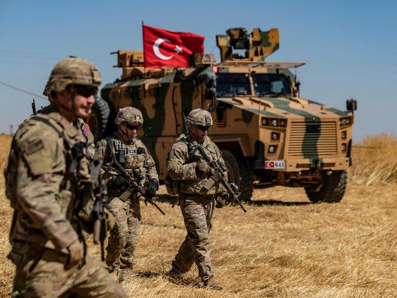 Ministras: turkų operacija Sirijoje komplikuoja situaciją dėl mūsų karių misijos