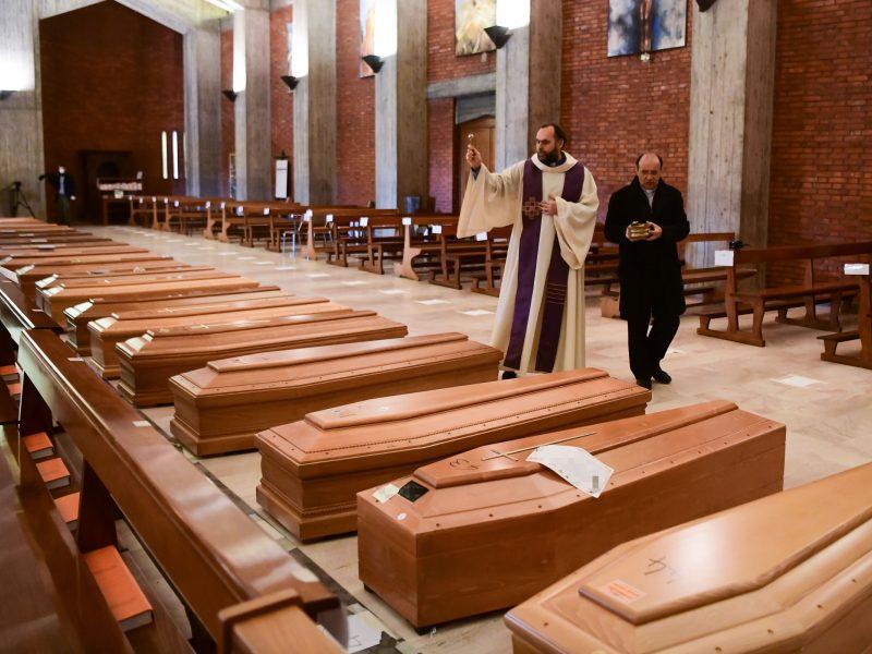 Italijoje – padėtis pražūtinga: virusas nusinešė dar 756 gyvybes