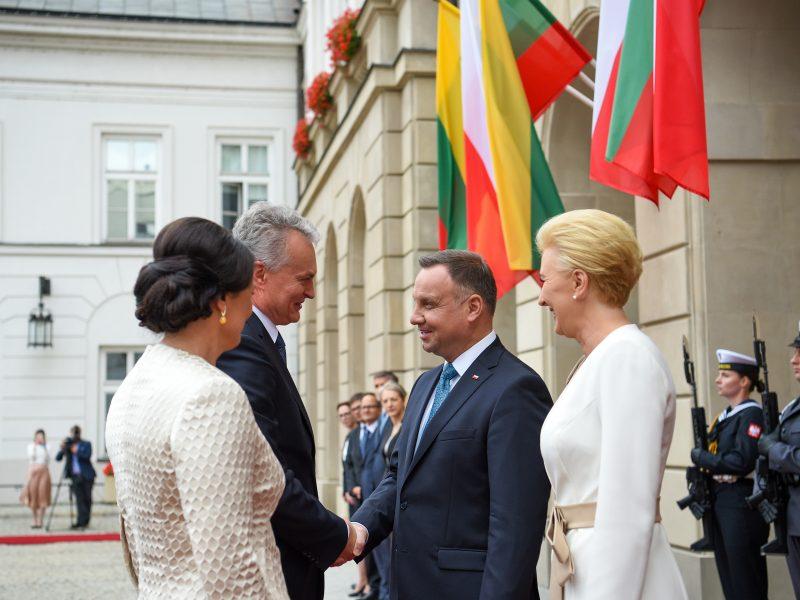 Iškilmingai sutiktas G. Nausėda pradėjo pirmąjį vizitą Lenkijoje