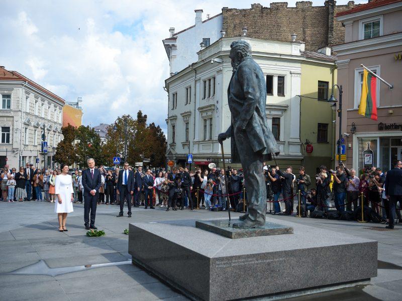 Nusilenkęs J. Basanavičiui, G. Nausėda perspėjo dėl grėsmių tautinei tapatybei