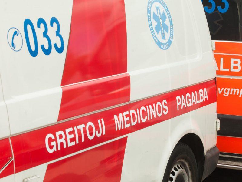 Greitoji į ligoninę iš Grigiškių atvežė peršautą vyrą