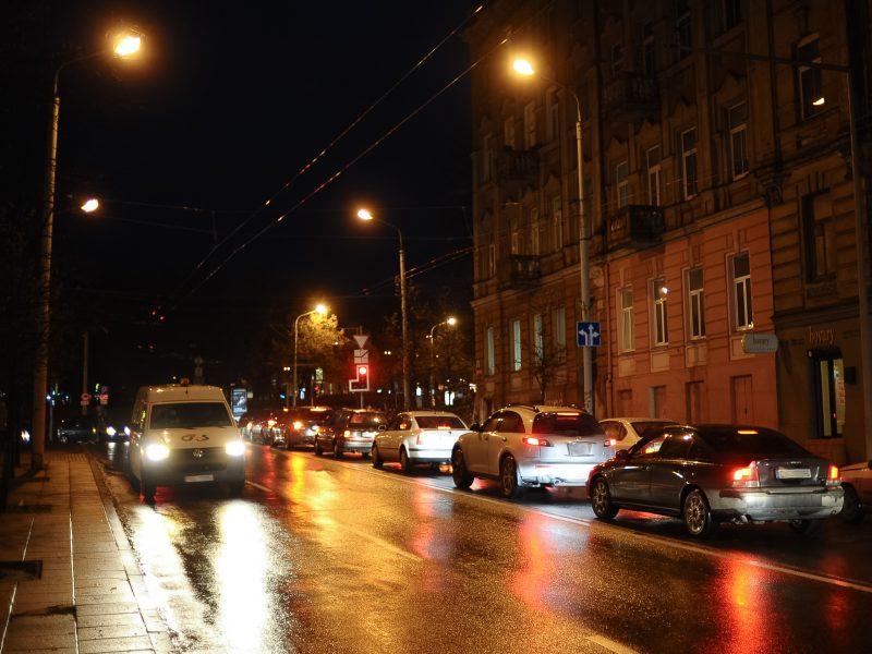 Įspėja: naktį keliuose reikės saugotis plikledžio