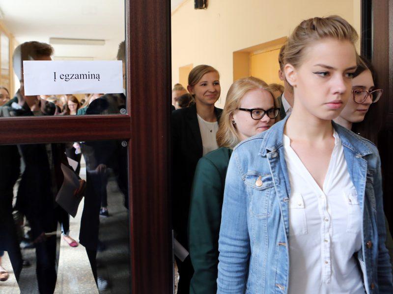Tautinių bendrijų abiturientai laiko gimtosios kalbos egzaminą