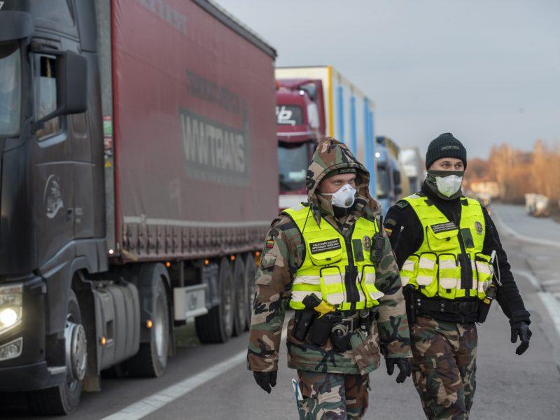 Nuo karantino pradžios į šalį neįleisti 599 asmenys, 330 neleista išvykti