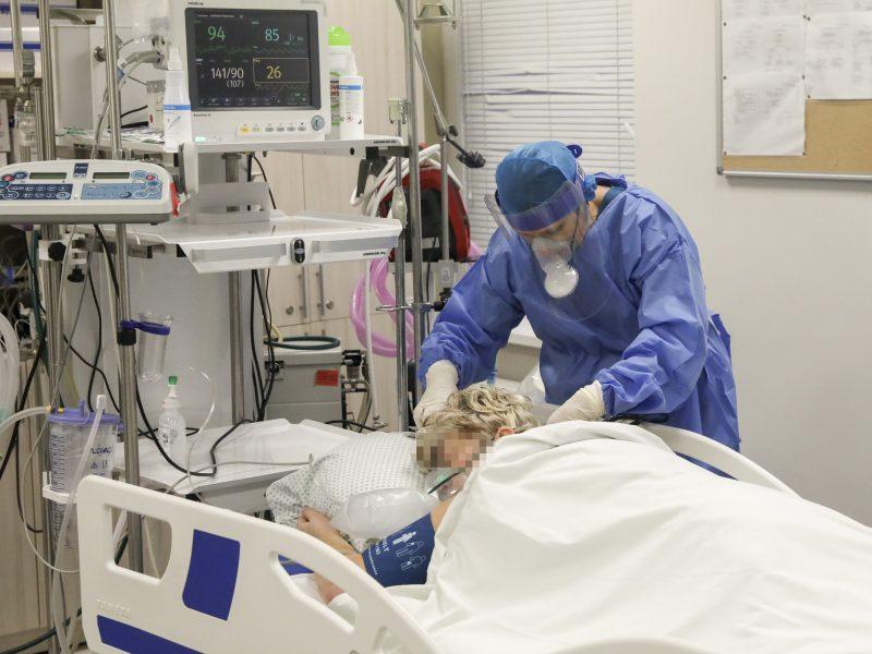 Ligoninėse šiuo metu gydomi 203 COVID-19 pacientai, iš jų 28 – reanimacijoje