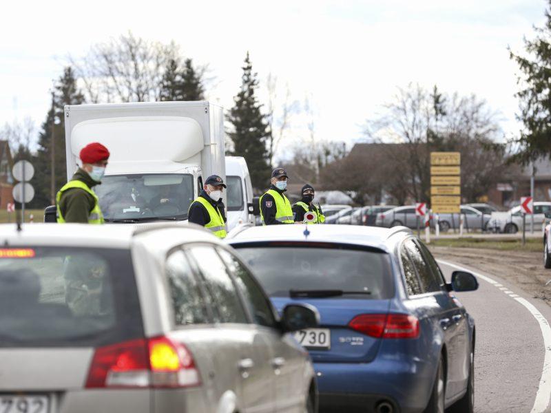 Savaitgalį norinčiųjų prasmukti pro postus netrūko: policija surašė per 80 protokolų