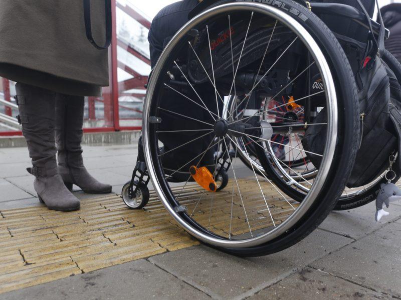 Pritaikyti traukinių neįgaliesiems 12 metų nepakako