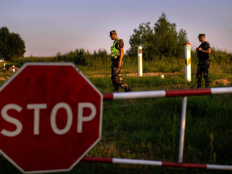 VSAT vadas: migrantai į Lietuvą neįleidžiami nepaisant to, kur šalyje yra sulaikyti